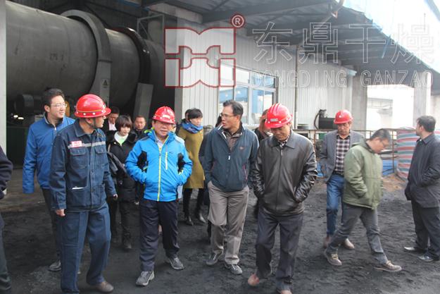 富力地产集团董事长张力一行深入大饭铺选煤厂煤泥干燥现场考察